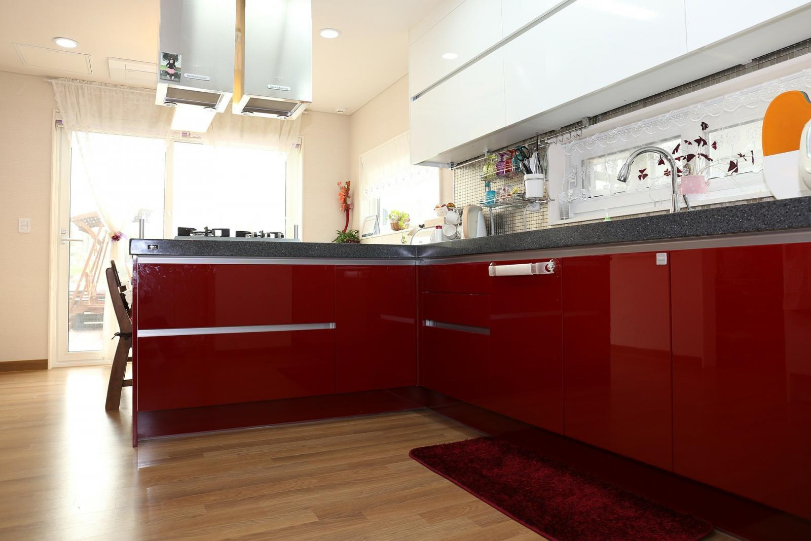 Using Red Kitchen Cabinets In A Contemporary Kitchen Homematas